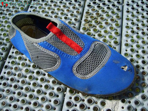 Shoe wear on aqua shoes after running